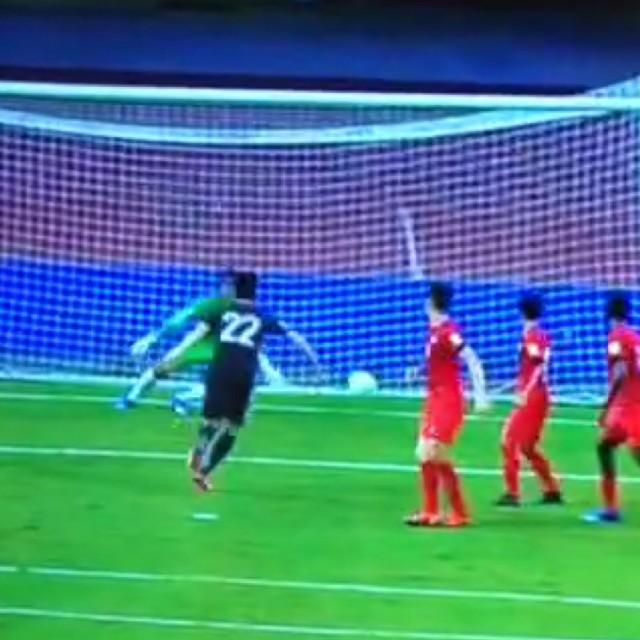 【速報・動画】シンガポール戦、宇佐美のシュートが吉田に当たってゴール!3-0!反応まとめ