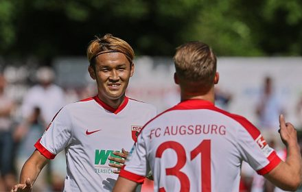 アウクスブルクで苦境に陥った日本代表FW宇佐美貴史~「ドイツ最優秀監督」に示すべきは守備意識ではなく個人技!